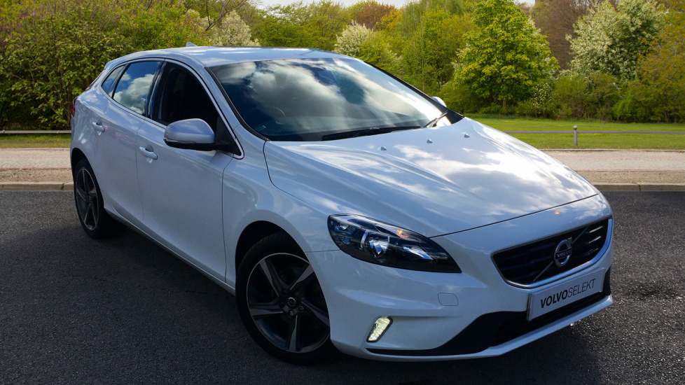 Volvo V40 D2 R Design W. DAB Radio, City Safety & Multi Function Steering Wheel 2.0 Diesel 5 door Hatchback (2016) image