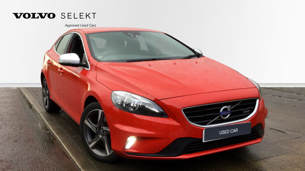 Volvo V40 D4 [190] R DESIGN 5dr with Cruise Control and 17-inch Alloy Wheels 2.0 Diesel Hatchback (2014) image