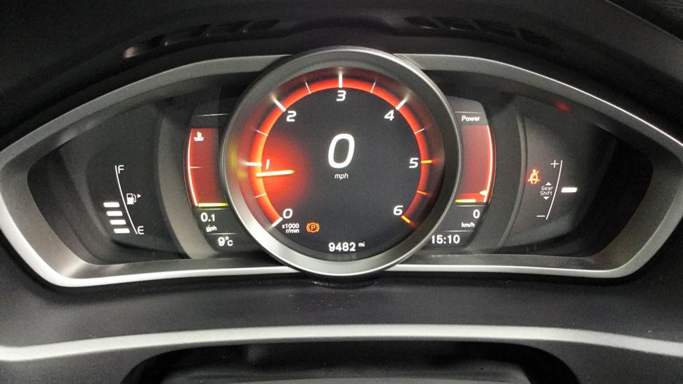 Volvo V40 2.0 TD D3 Inscription 5-Door Hatchback wt Volvo on Call & Sensus Navigation