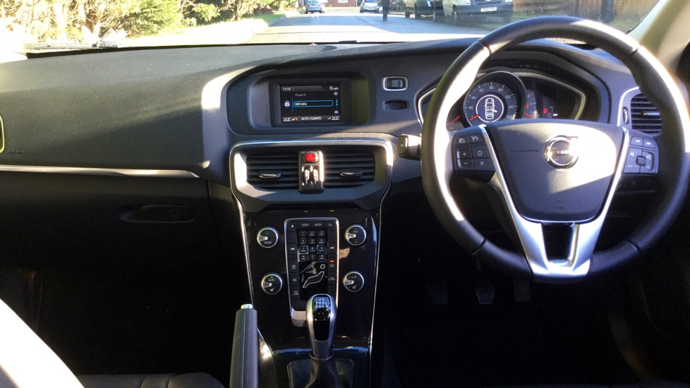 Volvo V40 D3 Momentum Manual with Heated Seats, Cruise Control & Volvo on Call