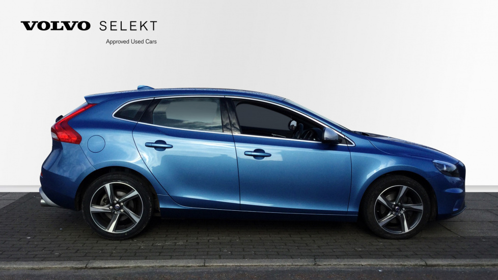 Volvo V40 D2 R-Design Manual Nav with Sensus Nav and Rear Park Assist