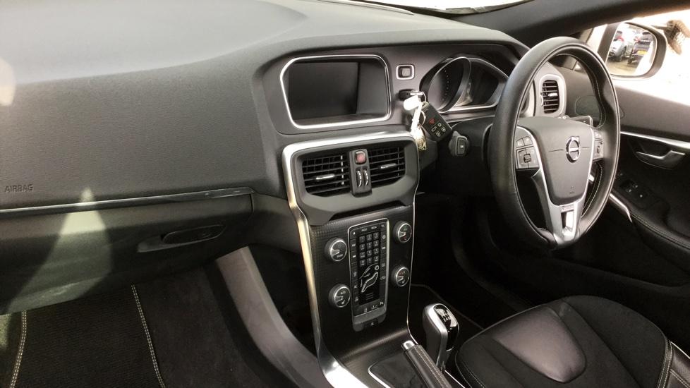 Volvo V40 D4 R-Design Nav (Adaptive Cruise, BLIS, Rear Park, Winter Pack)