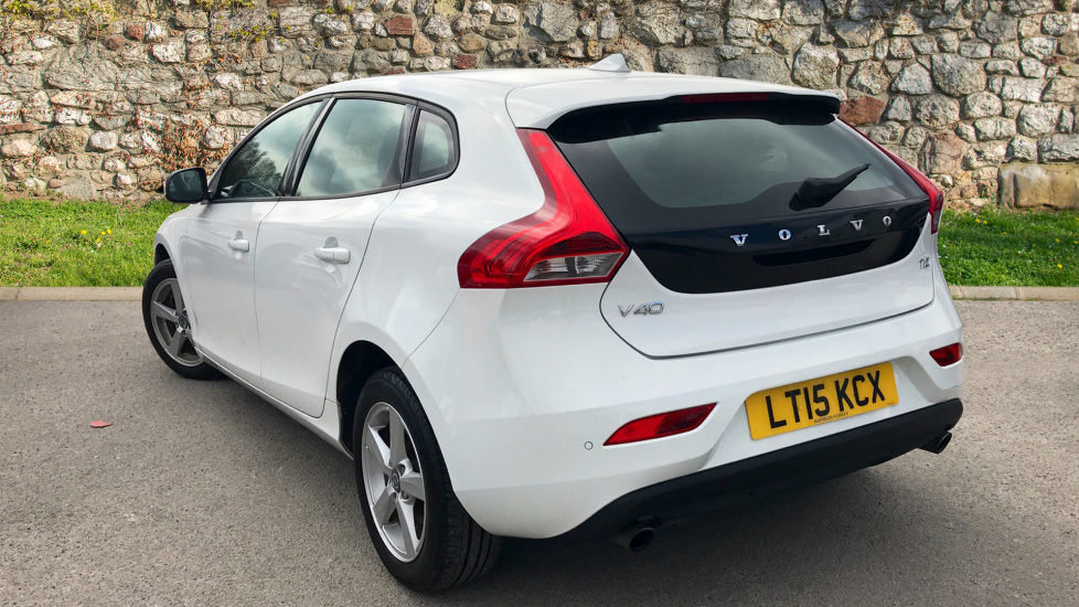 Volvo V40 T2 ES (Heated Seats and Windscreen with Rear Park assist)