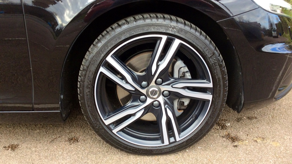 Volvo V40 (Front Sensors+Intellisafe Pack+Volvo On Call) T2 122bhp R Design Pro Automatic