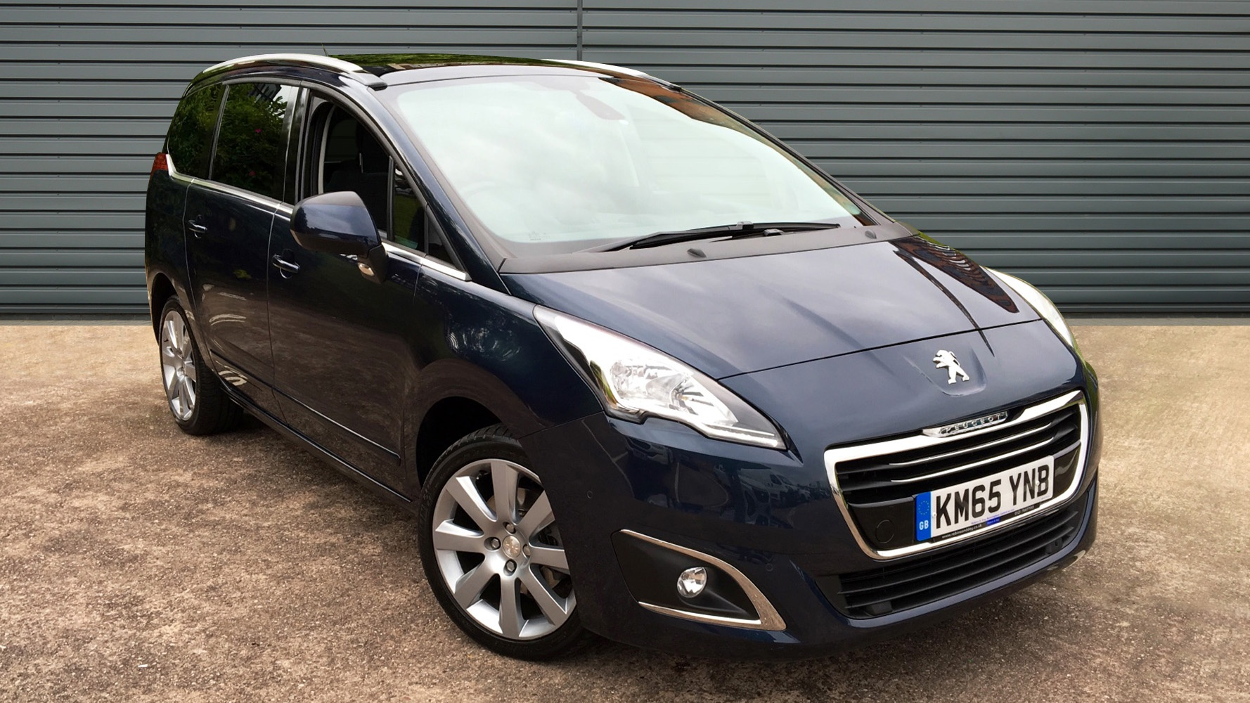 used peugeot 5008 mpv 1 6 bluehdi allure 5dr start stop 2015 km65ynb. Black Bedroom Furniture Sets. Home Design Ideas