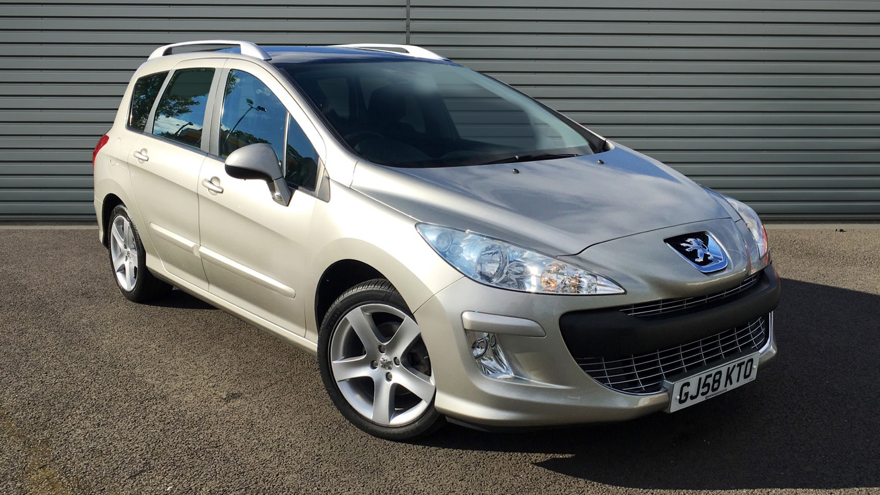 used peugeot 308 sw estate 1 6 hdi fap sport 5dr 2008 gj58kto. Black Bedroom Furniture Sets. Home Design Ideas