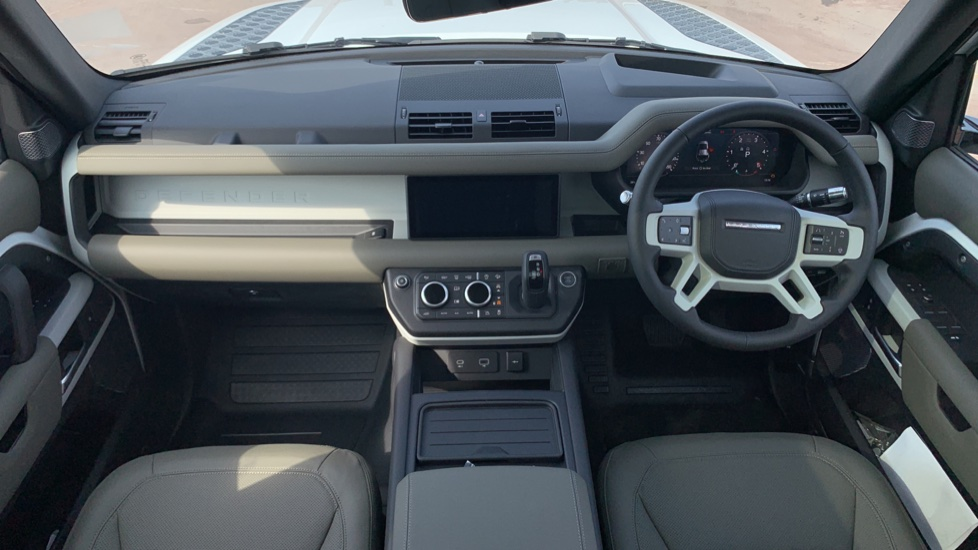 Land Rover Defender 2.0 D240 HSE 110 image 9