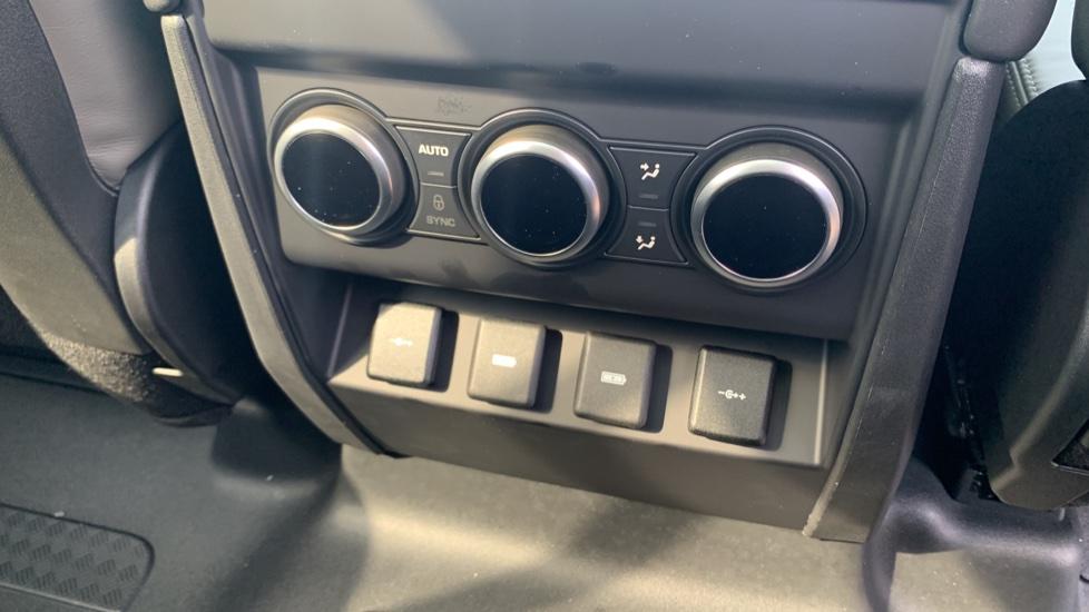Land Rover Defender 2.0 D240 HSE 110 image 10
