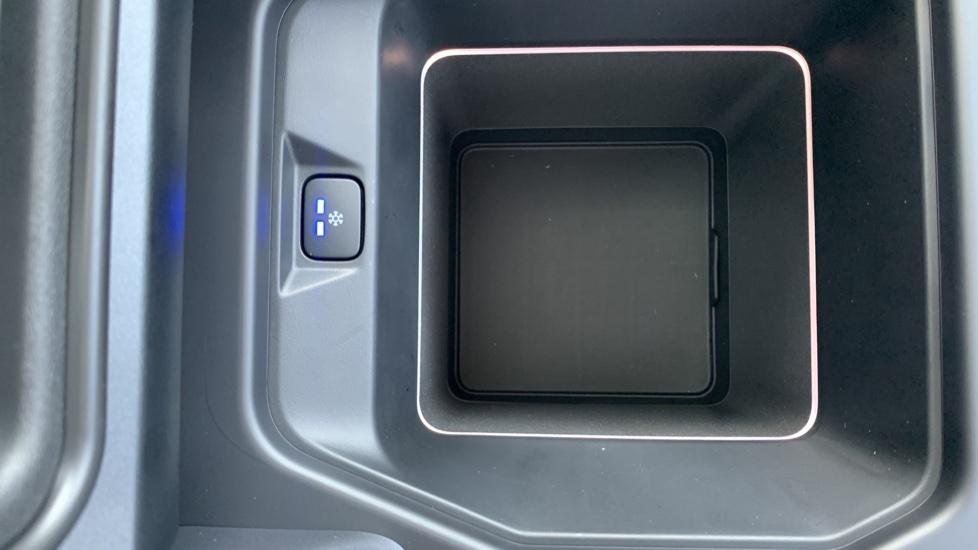Land Rover Defender 2.0 D240 HSE 110 image 20