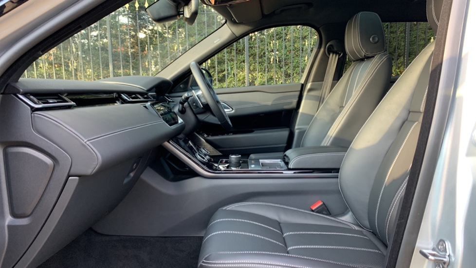 Land Rover Range Rover Velar D240 SE AWD **New Unregistered** SAVING OVER £10,000! image 3