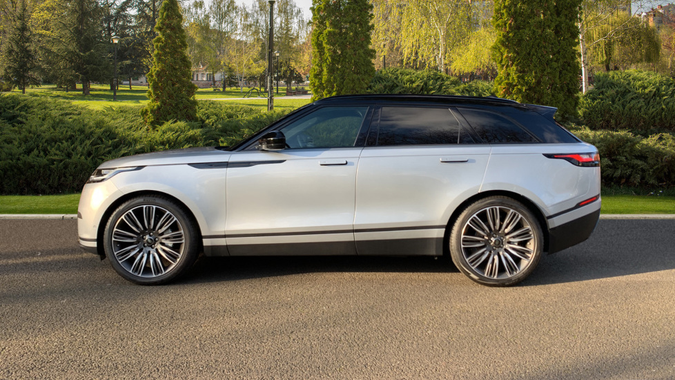 Land Rover Range Rover Velar D240 SE AWD **New Unregistered** SAVING OVER £10,000! image 5