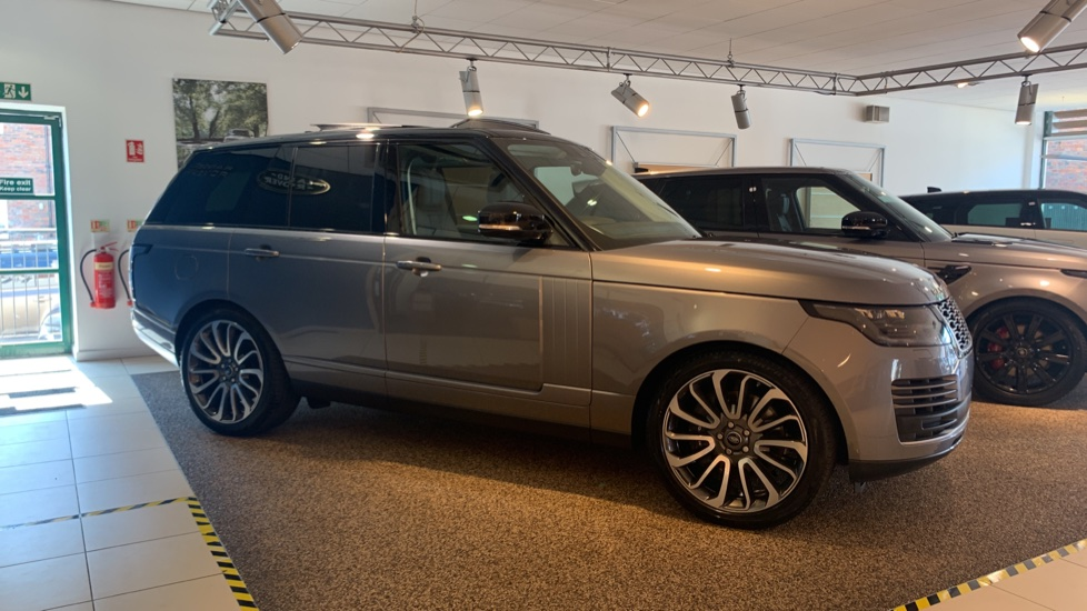 Land Rover Range Rover 3.0 P400 Vogue image 5