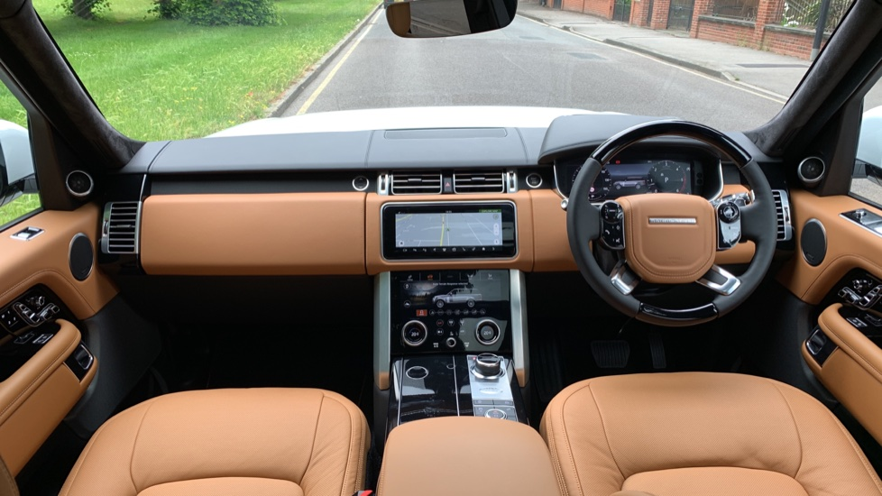 Land Rover Range Rover 4.4 SDV8 Autobiography 4dr - Sliding Panoramic Roof - Privacy Glass - Head Up Display image 9 thumbnail