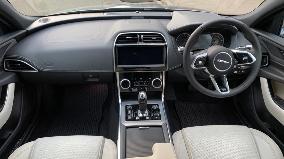 Jaguar XE XE 2.0 D R-SPORT 5dr NEW AND UNREGISTERED image 9