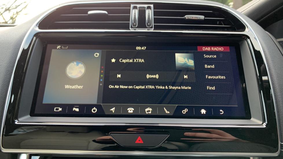 Jaguar XE XE 2.0 D R-SPORT 5dr NEW AND UNREGISTERED image 14