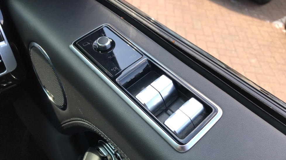 Land Rover Range Rover 4.4 SDV8 Autobiography 4dr image 24