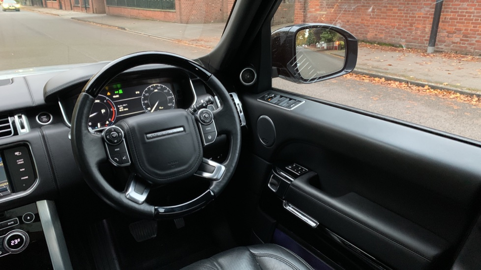 Land Rover Range Rover 3.0 TDV6 Autobiography 4dr - Sliding Panoramic Roof - Privacy Glass -  image 10
