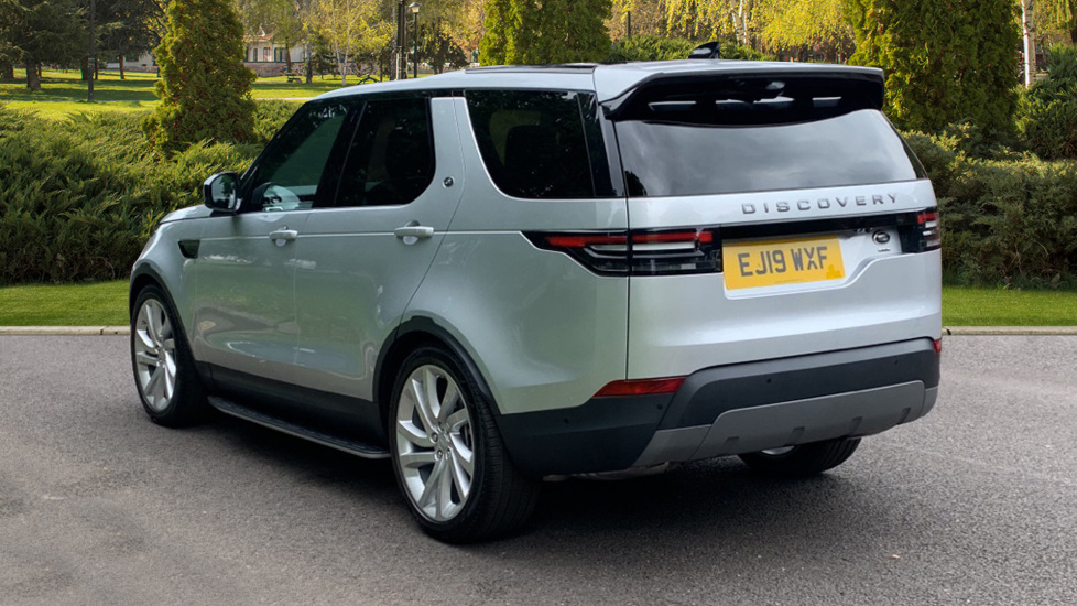 Land Rover Discovery 3.0 SDV6 Anniversary Edition 5dr - Fixed Panoramic Roof - Privacy Glass - 5+2 Seats image 2