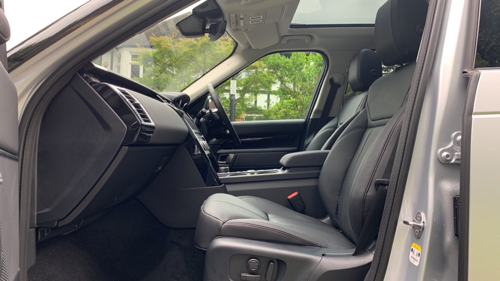 Land Rover Discovery 3.0 SDV6 Anniversary Edition 5dr - Fixed Panoramic Roof - Privacy Glass - 5+2 Seats image 3