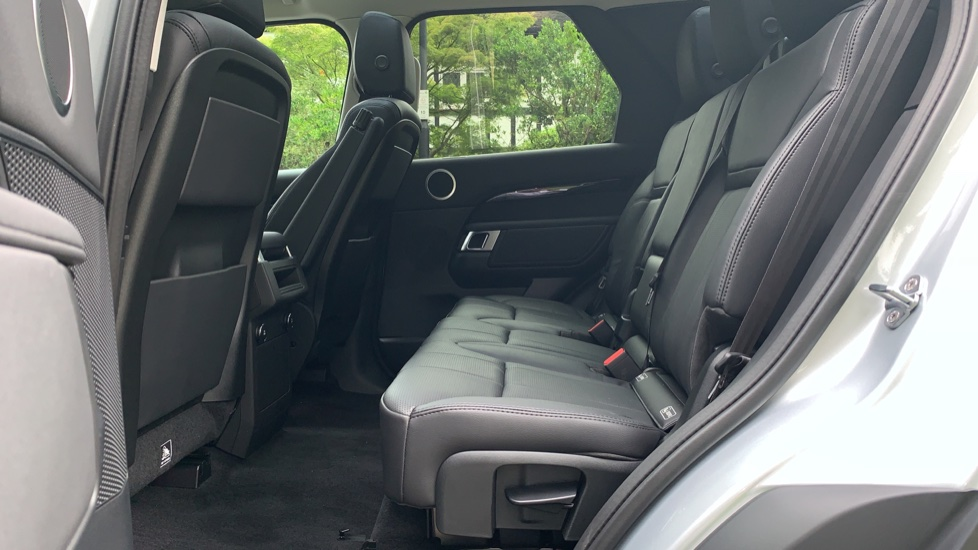 Land Rover Discovery 3.0 SDV6 Anniversary Edition 5dr - Fixed Panoramic Roof - Privacy Glass - 5+2 Seats image 4