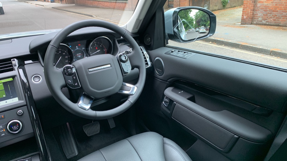 Land Rover Discovery 3.0 SDV6 Anniversary Edition 5dr - Fixed Panoramic Roof - Privacy Glass - 5+2 Seats image 10