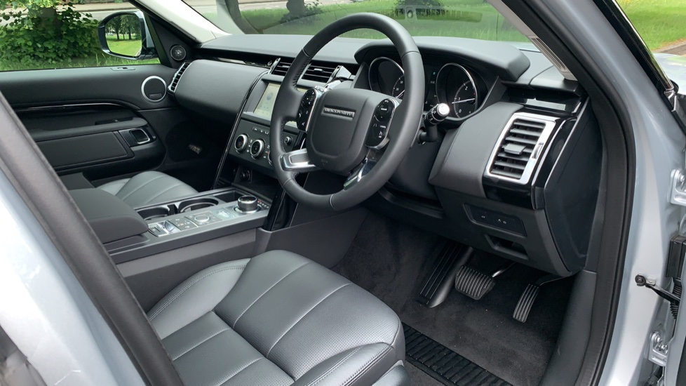 Land Rover Discovery 3.0 SDV6 Anniversary Edition 5dr - Fixed Panoramic Roof - Privacy Glass - 5+2 Seats image 26