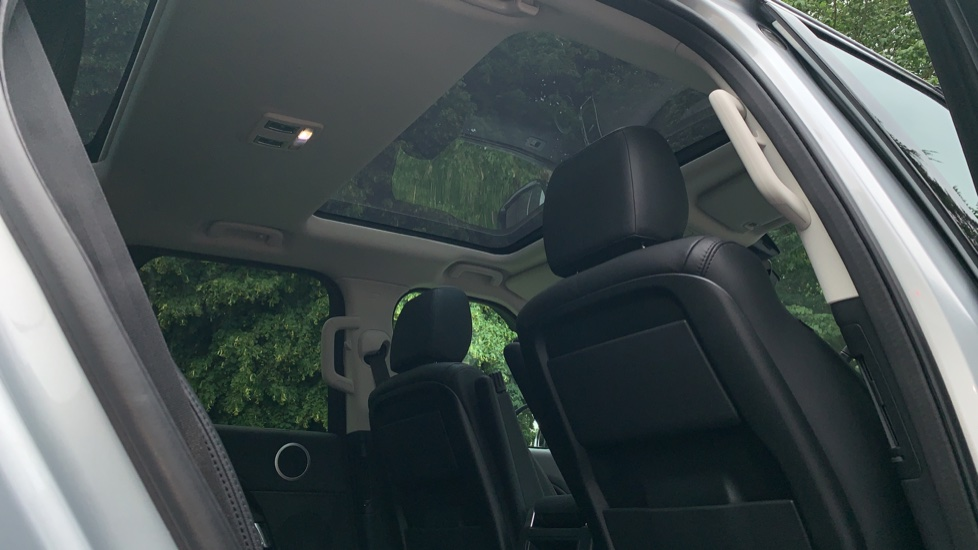 Land Rover Discovery 3.0 SDV6 Anniversary Edition 5dr - Fixed Panoramic Roof - Privacy Glass - 5+2 Seats image 29