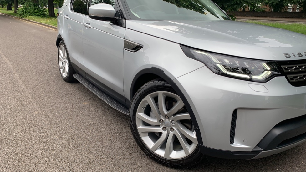 Land Rover Discovery 3.0 SDV6 Anniversary Edition 5dr - Fixed Panoramic Roof - Privacy Glass - 5+2 Seats image 36