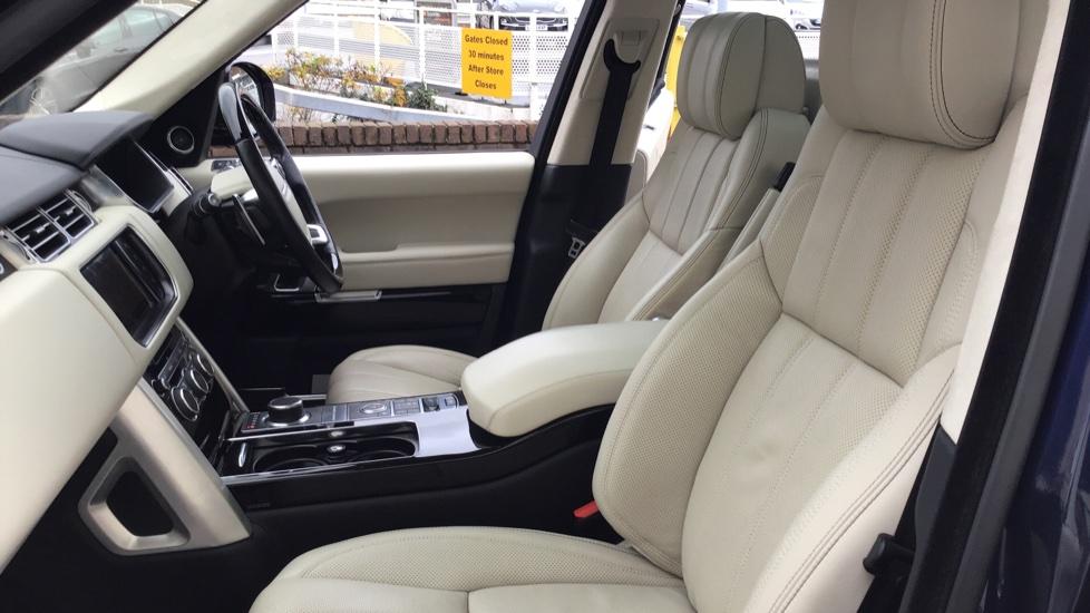 Land Rover Range Rover 4.4 SDV8 Autobiography 4 dr image 3