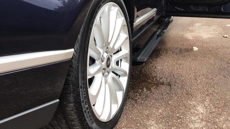 Land Rover Range Rover 4.4 SDV8 Autobiography 4 dr image 10