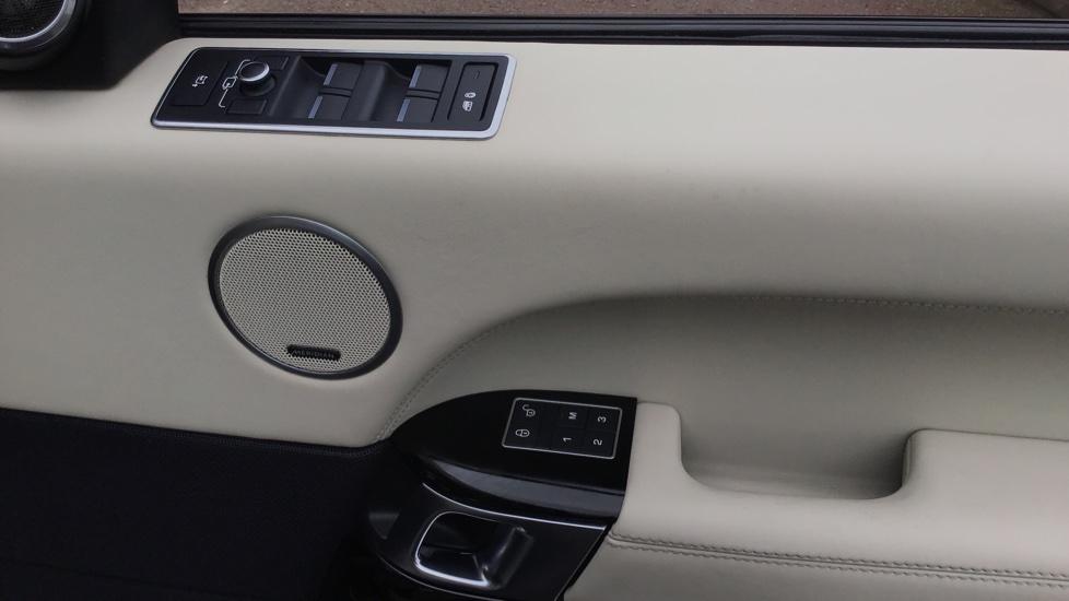 Land Rover Range Rover 4.4 SDV8 Autobiography 4 dr image 11
