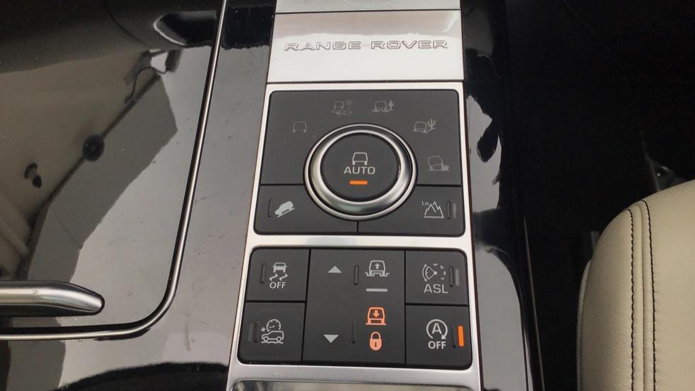 Land Rover Range Rover 4.4 SDV8 Autobiography 4 dr image 16