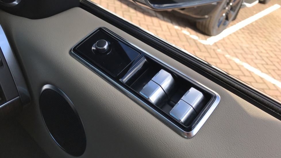 Land Rover Range Rover Sport 3.0 SDV6 HSE image 24