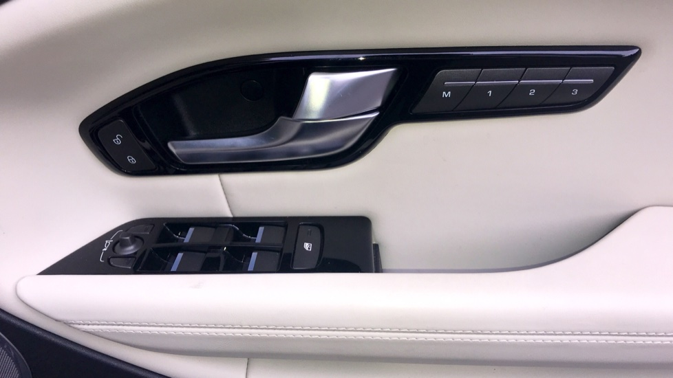 Land Rover Range Rover Evoque 2.0 SD4 HSE Dynamic Lux 5dr - Fixed Panoramic Roof - Privacy Glass - Head Up Display -  image 24