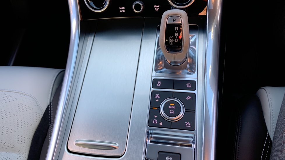 Land Rover Range Rover Sport 5.0 V8 S/C 575 SVR - Sliding Panoramic Roof - Privacy Glass - Head Up Display -  image 21