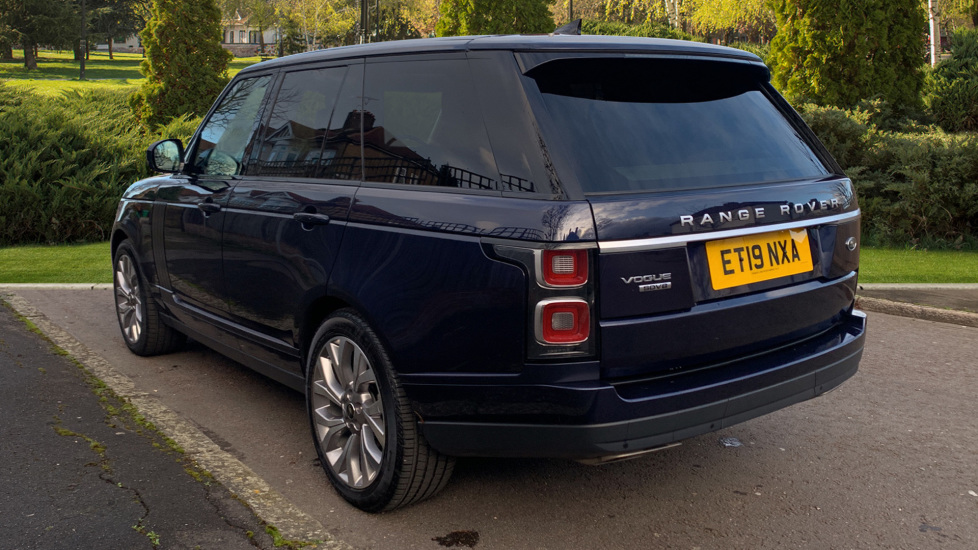 Land Rover New Range Rover 4.4 SDV8 Vogue 5dr - Fixed Panoramic Roof - Privacy Glass- In control Touch Pro-Immediate Delivery. image 2
