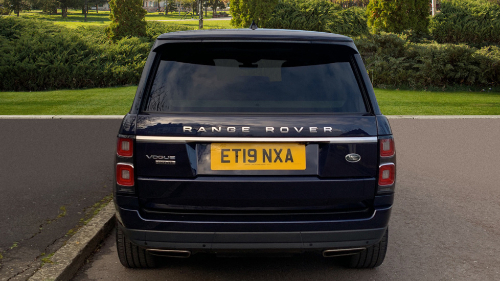 Land Rover New Range Rover 4.4 SDV8 Vogue 5dr - Fixed Panoramic Roof - Privacy Glass- In control Touch Pro-Immediate Delivery. image 6