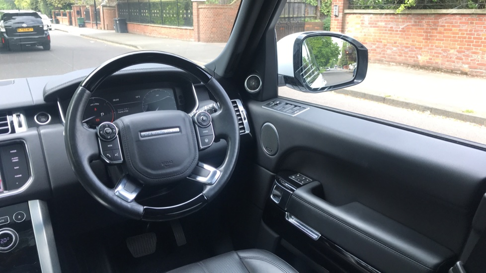 Land Rover Range Rover 3.0 TDV6 Vogue 4dr - Sliding Panoramic Roof - Privacy Glass -  image 10