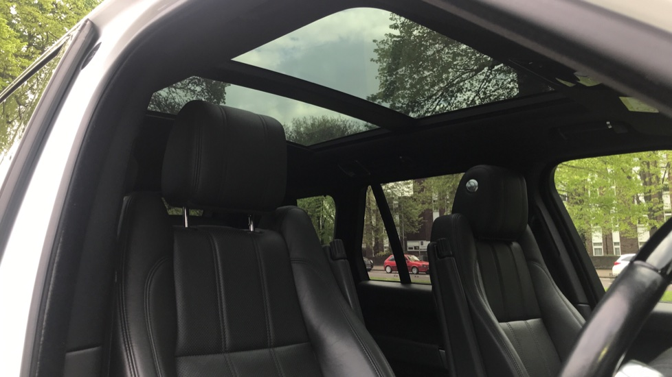 Land Rover Range Rover 3.0 TDV6 Vogue 4dr - Sliding Panoramic Roof - Privacy Glass -  image 25