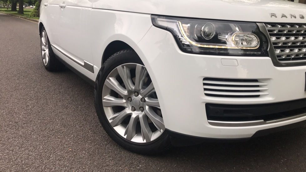 Land Rover Range Rover 3.0 TDV6 Vogue 4dr - Sliding Panoramic Roof - Privacy Glass -  image 31