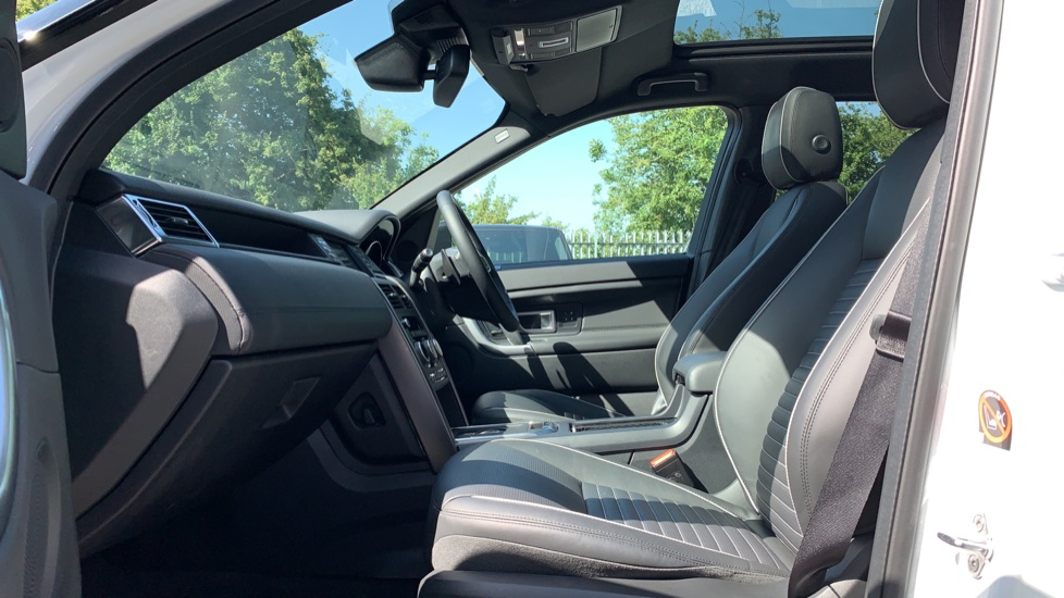 Land Rover Discovery Sport 2.0 SD4 240 HSE Dynamic Luxury 5dr - Fixed Panoramic Roof - Privacy Glass - Black Pack image 3