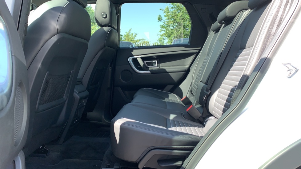 Land Rover Discovery Sport 2.0 SD4 240 HSE Dynamic Luxury 5dr - Fixed Panoramic Roof - Privacy Glass - Black Pack image 4
