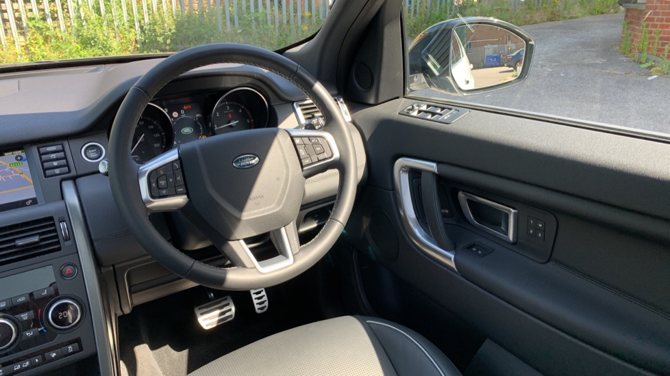 Land Rover Discovery Sport 2.0 SD4 240 HSE Dynamic Luxury 5dr - Fixed Panoramic Roof - Privacy Glass - Black Pack image 10