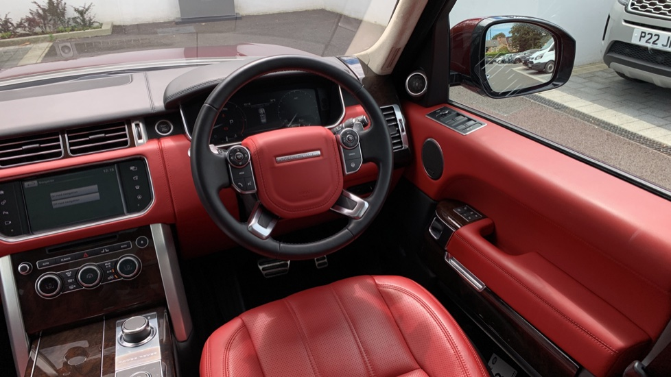 Land Rover Range Rover 4.4 SDV8 Autobiography 4dr - Sliding Panoramic Roof - Privacy Glass -  image 10