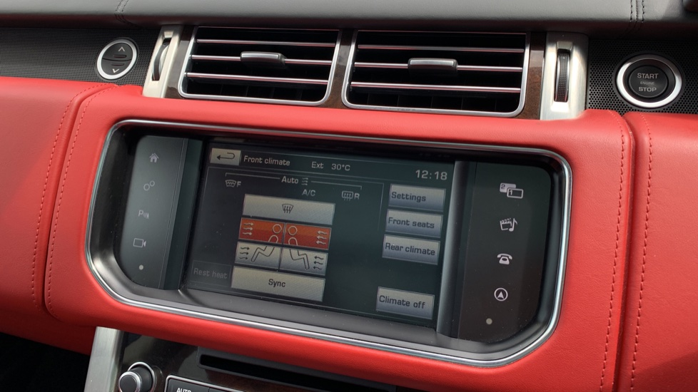 Land Rover Range Rover 4.4 SDV8 Autobiography 4dr - Sliding Panoramic Roof - Privacy Glass -  image 19