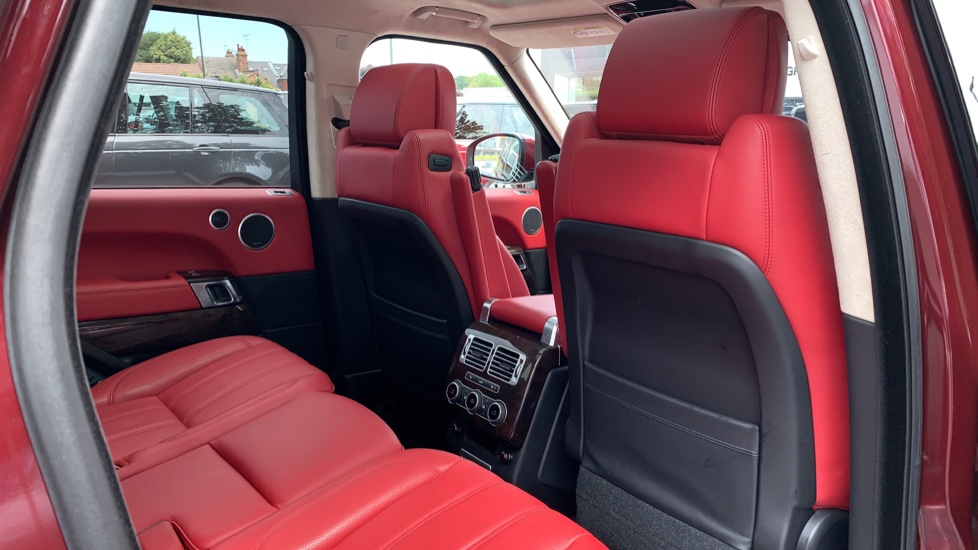 Land Rover Range Rover 4.4 SDV8 Autobiography 4dr - Sliding Panoramic Roof - Privacy Glass -  image 31