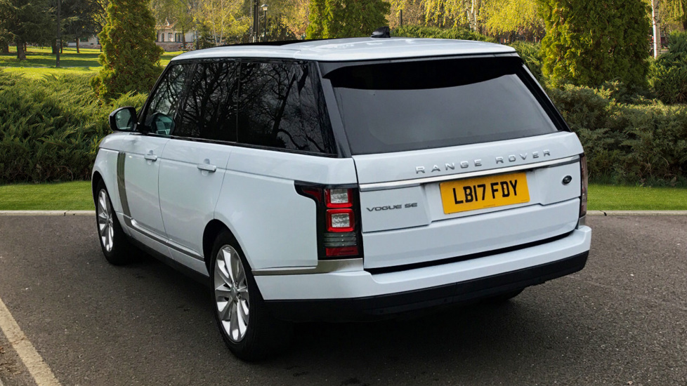 Land Rover Range Rover 3.0 TDV6 Vogue SE 4dr - Fixed Panoramic Roof - Privacy Glass -  image 2