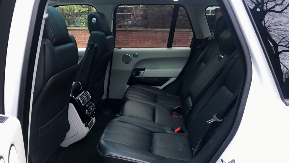 Land Rover Range Rover 3.0 TDV6 Vogue SE 4dr - Fixed Panoramic Roof - Privacy Glass -  image 4