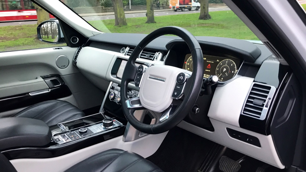 Land Rover Range Rover 3.0 TDV6 Vogue SE 4dr - Fixed Panoramic Roof - Privacy Glass -  image 25
