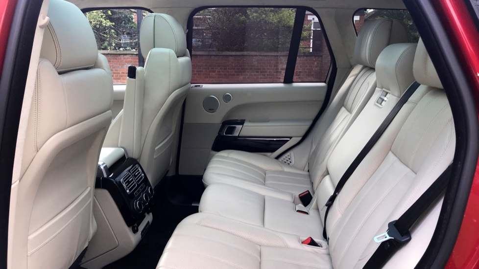 Land Rover Range Rover 4.4 SDV8 Autobiography 4dr - Fixed Panoramic Roof - Privacy Glass - Electric Deployable Side Steps image 4